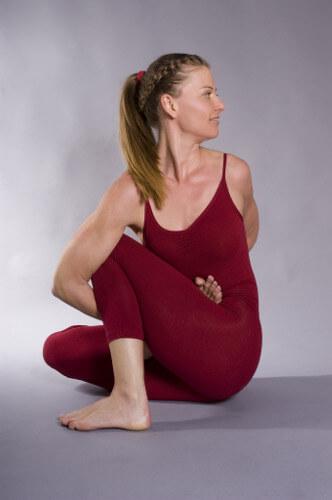 Personal-Yoga-Berlin_Annette Graff_Ardha Matsyendrasana